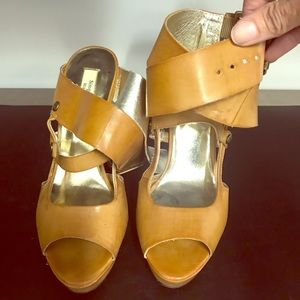 Tan strappy sandals for summer